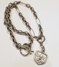 Load image into Gallery viewer, Chain Necklace With Fleur de Lis Crest