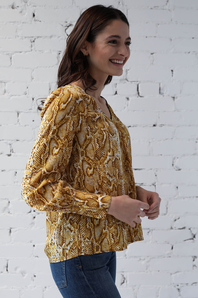 AVERY RAYNE </br>Long Sleeve V-Neck Top
