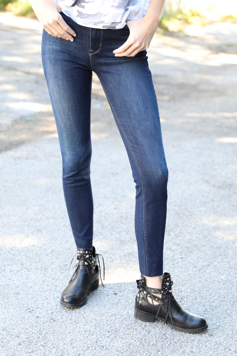 JUST BLACK </br>Scissor Cut Skinny