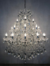 Load image into Gallery viewer, Hurricane Clear - Traditional Crystal & Glass LED / Halogen Chandelier
