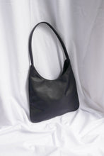 Load image into Gallery viewer, Classic 90s shoulder bag
