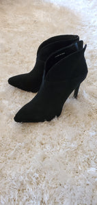 Lola Cruz Isabel Boots in Black Suade