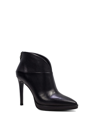 Lola Cruz Isabel Boots in Black