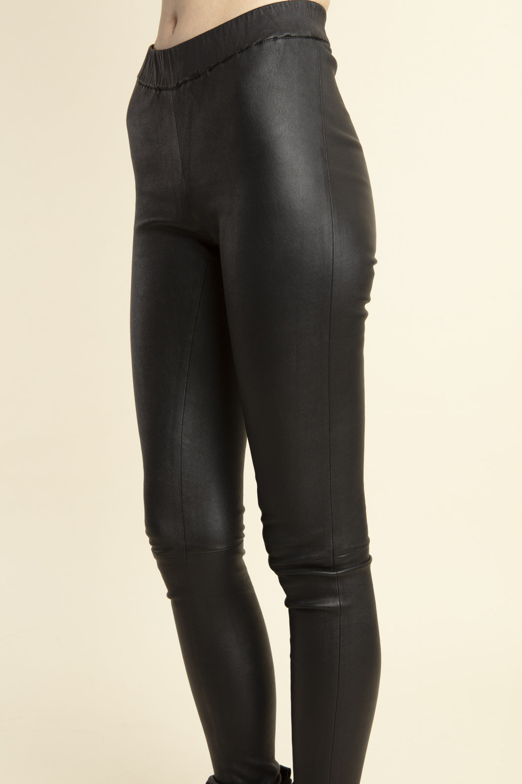 Pull on Leather Legging in Black