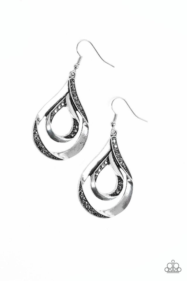 Flavor Of The FLEEK - Paparazzi Silver Earring - Be Adored Jewelry