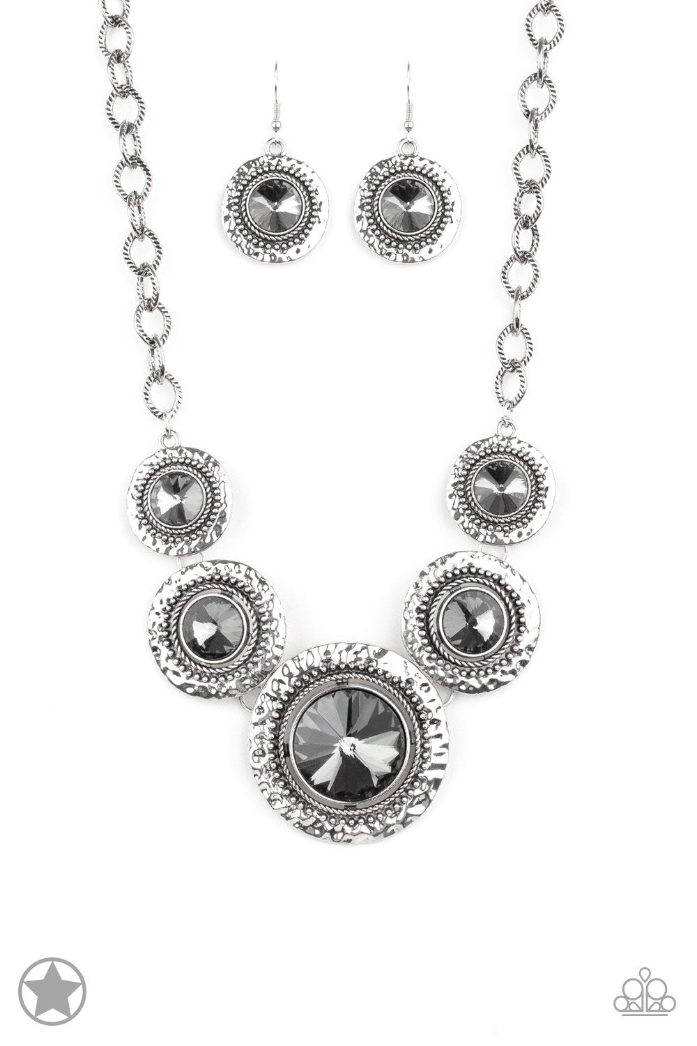 Global Glamour - Silver Paparazzi Necklace