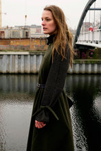 Laden Sie das Bild in den Galerie-Viewer, Versatile Wool Coat Green