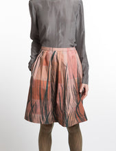 Laden Sie das Bild in den Galerie-Viewer, Pleated Skirt Feather Print