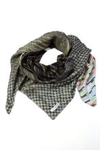 Laden Sie das Bild in den Galerie-Viewer, Silk Scarf Pastel