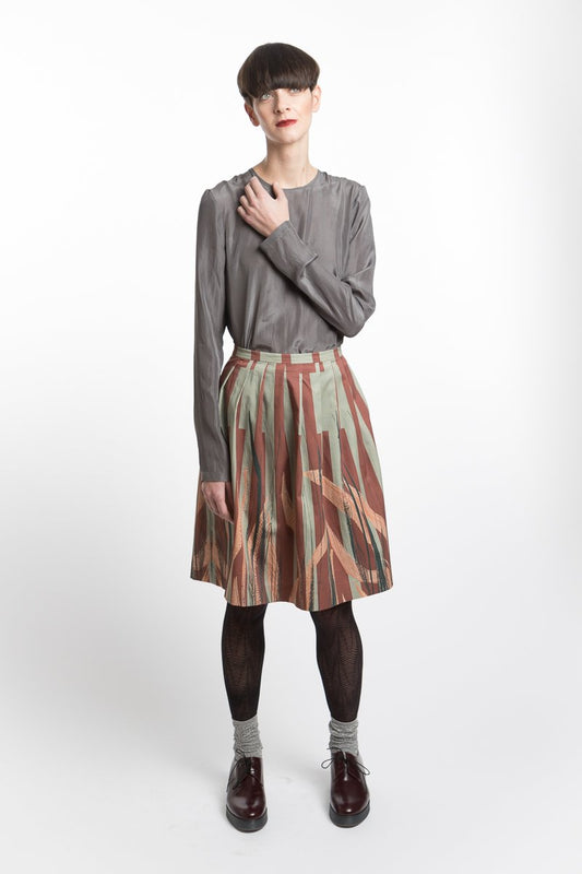 Pleated skirt with leave print