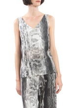Laden Sie das Bild in den Galerie-Viewer, V-neck Ice-Crystal Print