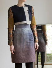 Laden Sie das Bild in den Galerie-Viewer, Pencil skirt in grey/brown