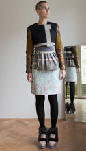 Laden Sie das Bild in den Galerie-Viewer, Pencil skirt in white print