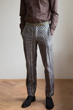 Laden Sie das Bild in den Galerie-Viewer, Pants with grey print