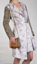 Laden Sie das Bild in den Galerie-Viewer, Wooden Shoulder Bag in Metallic Grey Leather