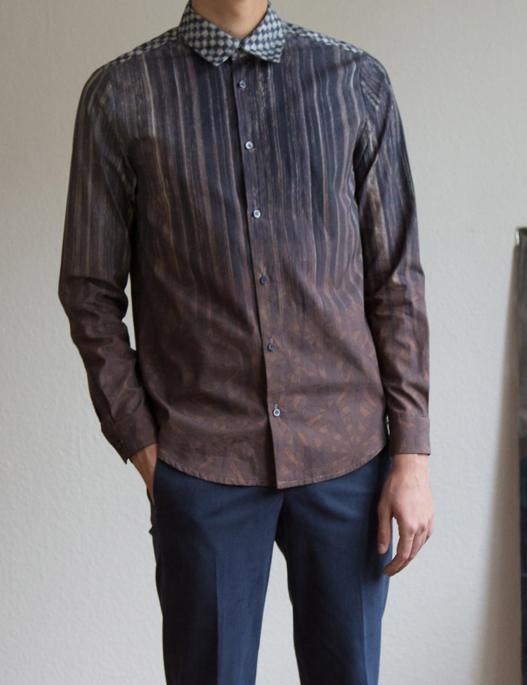 Shirt with gradient print in brown/grey