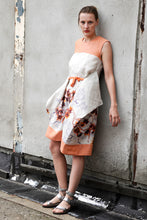 Laden Sie das Bild in den Galerie-Viewer, romantic summer dress with orange floral print