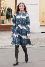 Laden Sie das Bild in den Galerie-Viewer, Waisted Dress printed dark by Clara Kaesdorf