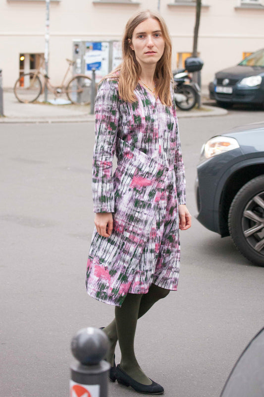 Berlin Streetstyle pink printed organic cotton dress Clara Kaesdorf