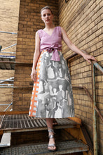Laden Sie das Bild in den Galerie-Viewer, Flared Midi Linen Skirt with grey and orange aquarelle print