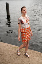 Laden Sie das Bild in den Galerie-Viewer, Orange Checked pencil skirt linen