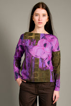 Laden Sie das Bild in den Galerie-Viewer, Loose cut Top with Flowers