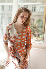 Laden Sie das Bild in den Galerie-Viewer, V neck wrap blouse