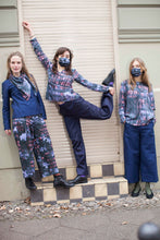 Laden Sie das Bild in den Galerie-Viewer, sustainable fashion by clara kaesdorf from Berlin