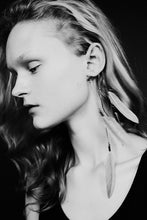 Laden Sie das Bild in den Galerie-Viewer, Feather Ear-Cuff Silver