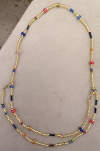 Necklace or mask chain glass pearls