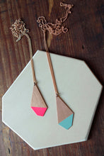 Laden Sie das Bild in den Galerie-Viewer, Pink and Mint Polygon Necklace