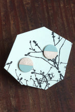 Laden Sie das Bild in den Galerie-Viewer, Mint Green Circle Studs