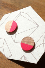 Laden Sie das Bild in den Galerie-Viewer, Neon Pink Circle Studs