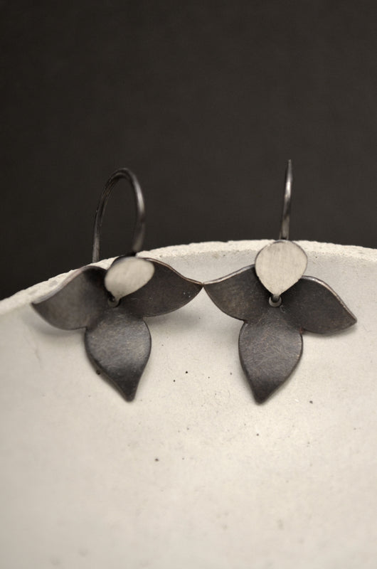 Floral Oxidized Black Earrings Carolina Lutz M