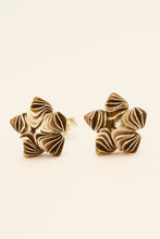 Laden Sie das Bild in den Galerie-Viewer, Silver Flower Studs