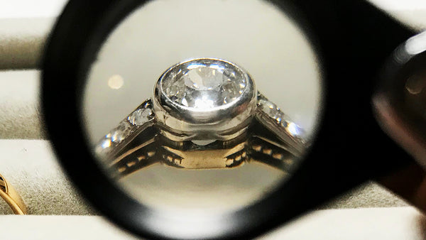 Fake engagement rings: how to spot a vintage fraud