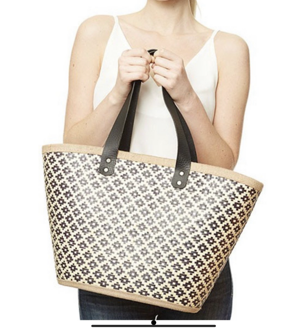 Women's straw tote bag
