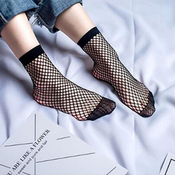 Fishnet Mesh Ankle Socks - M / Black - Socks