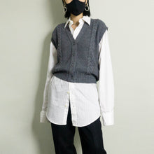 Load image into Gallery viewer, VINTAGE CABLE KNITTED SWEATER VEST | GRAY HEATHER | S/M/L