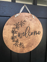 Load image into Gallery viewer, Wood Welcome Wreath