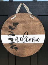 Load image into Gallery viewer, Wood & White Welcome Wreath