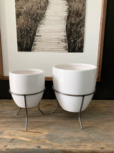 Load image into Gallery viewer, Metal & White Modern Planters