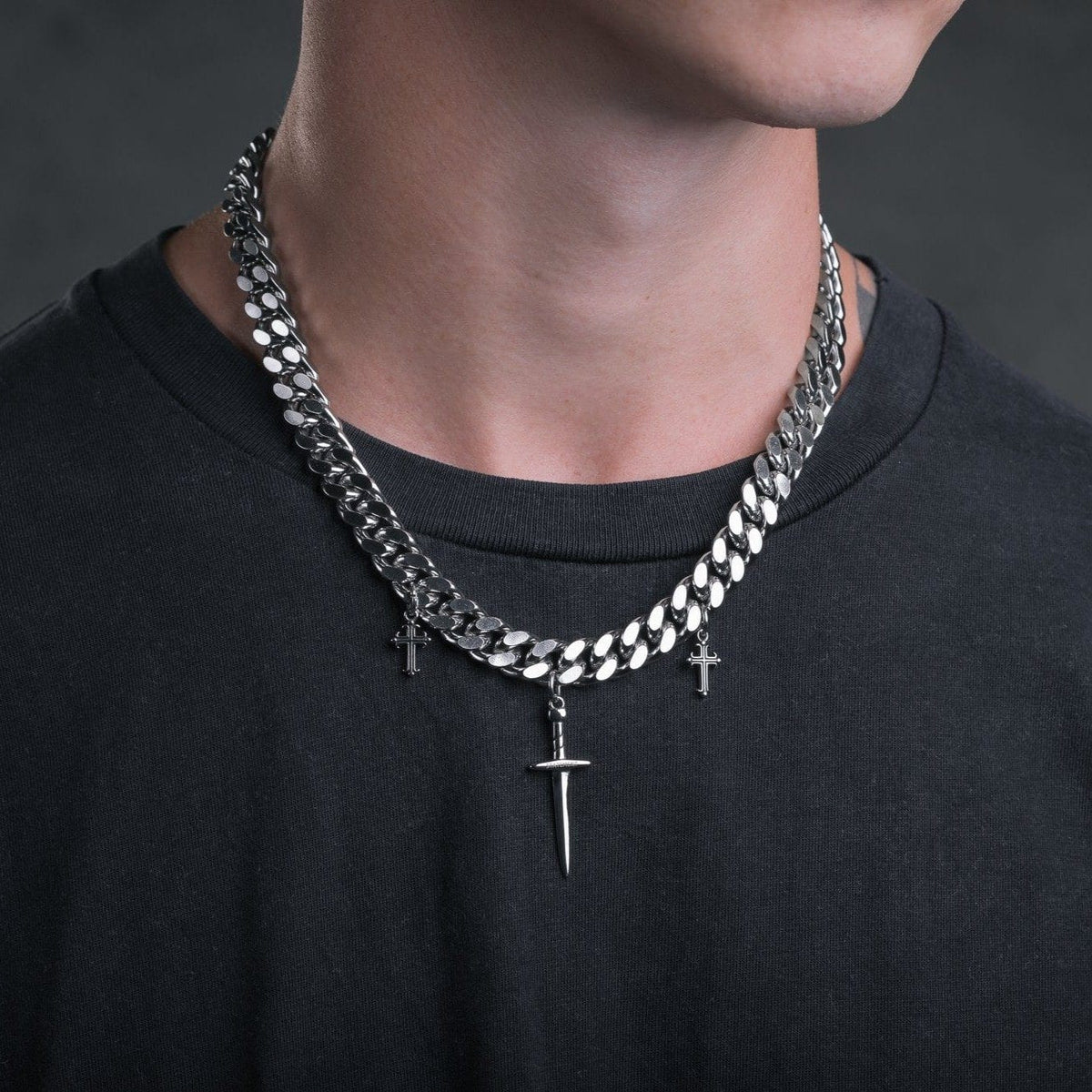 Cuban Link Chain Necklace With Dagger Pendants_03