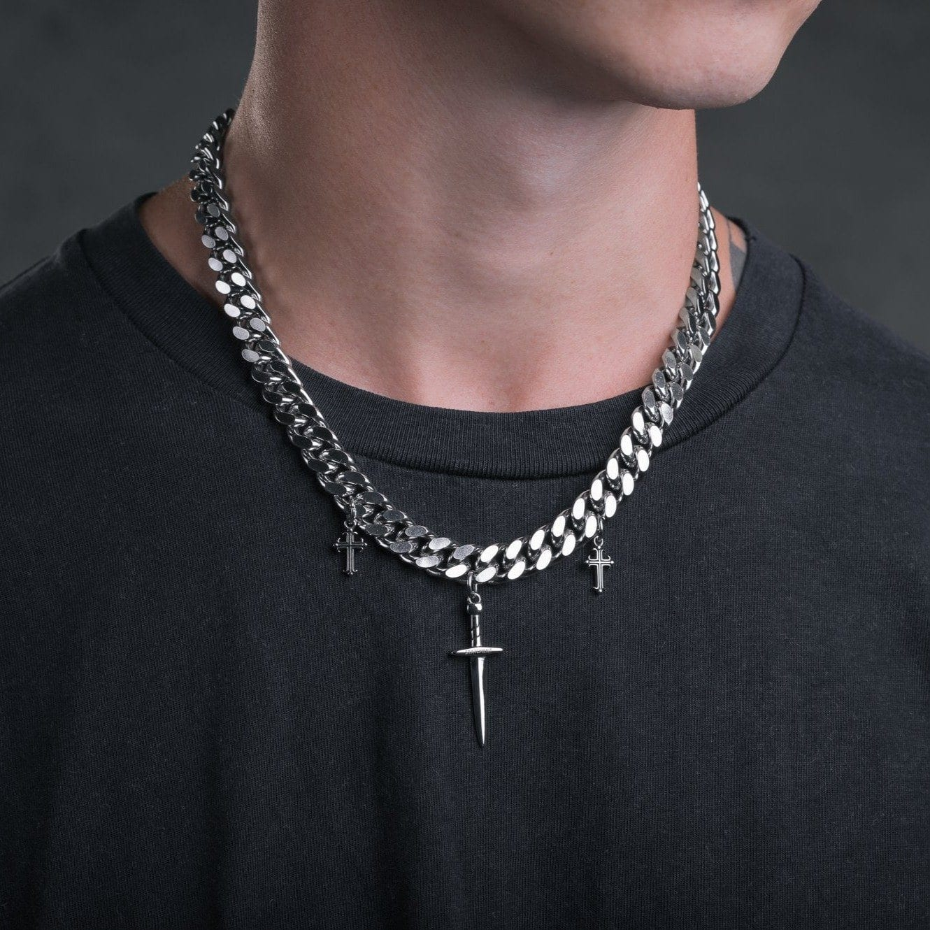 Cuban Link Chain Necklace With Dagger Pendants_01