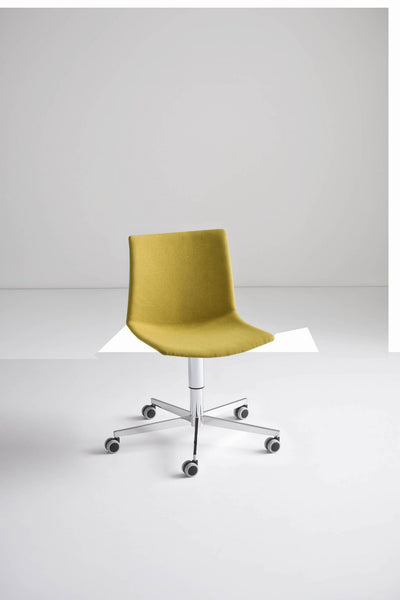 Kanvas Front Side Chair c/w Wheels-Gaber-Contract Furniture Store