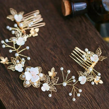 Load image into Gallery viewer, Gold crystal and faux pearl flower vine comb