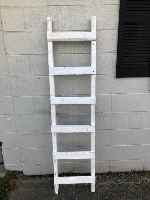 206 ($50) Ladder – 5 1/2 ft Décor