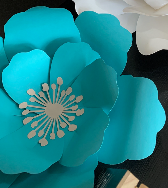124 ($8) SALE - Wall Flower