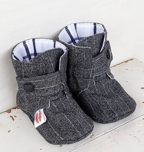235 ($45) Grey Pinstripe Booties 3-6 mths