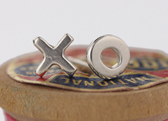 071 ($35) XO - Silver Sculpted Studs
